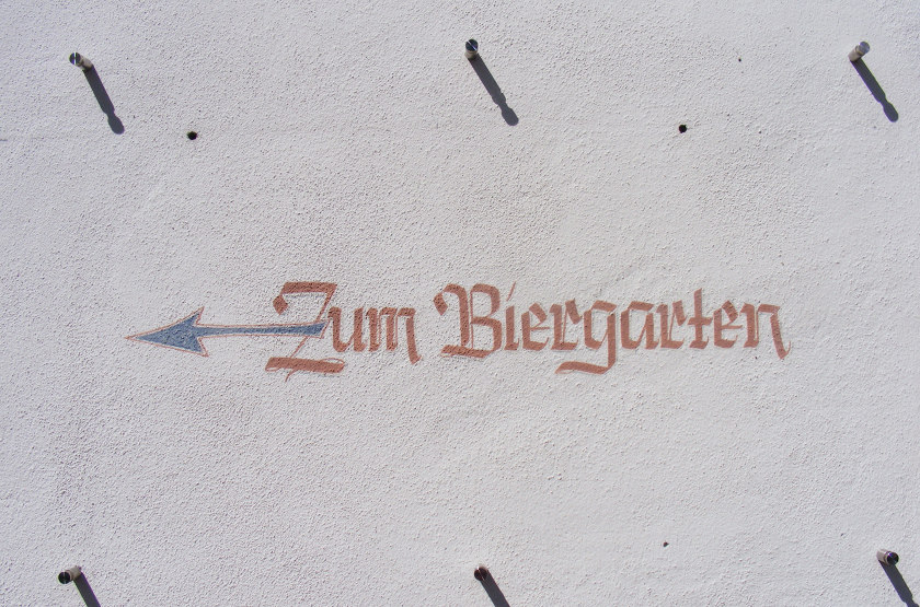 Sign on a wall: Zum Biergarten,