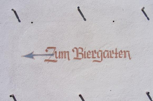 Sign on a wall: Zum Biergarten,