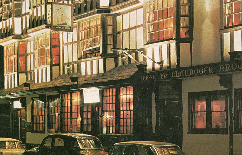 The Llandoger Trow in Bristol c.1973.