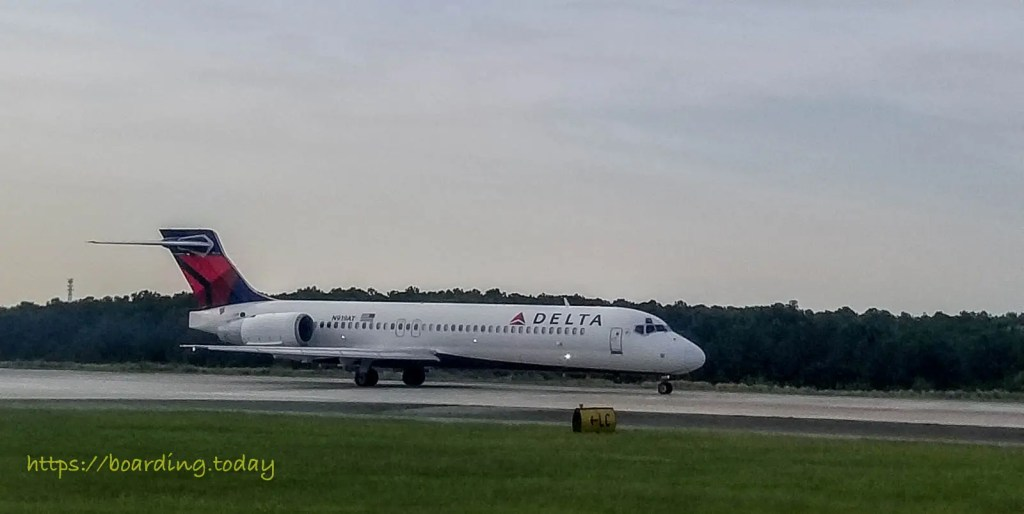 A Delta Air Lines Plane ready to take off in Atlanta Airport - Image by Koen Blanquart