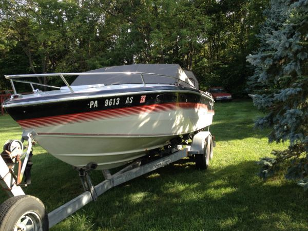 1982 Chris Craft Scorpion 210 Upolhstrey - Year of Clean Water