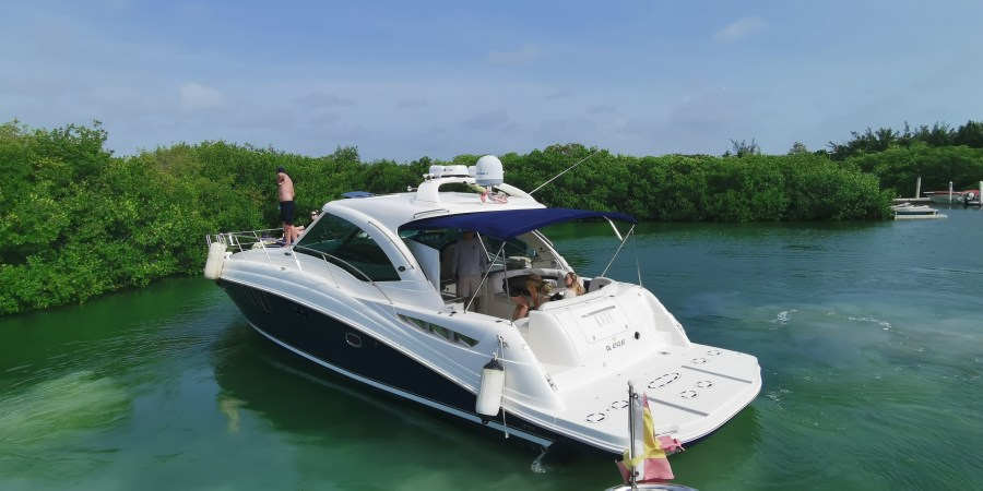 cancun rent a boat