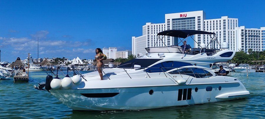 Azimut Yacht to rent at Cancun