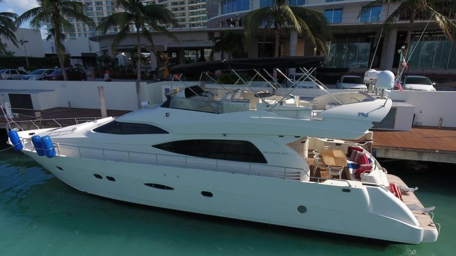 Nuvaris yacht like Azimut