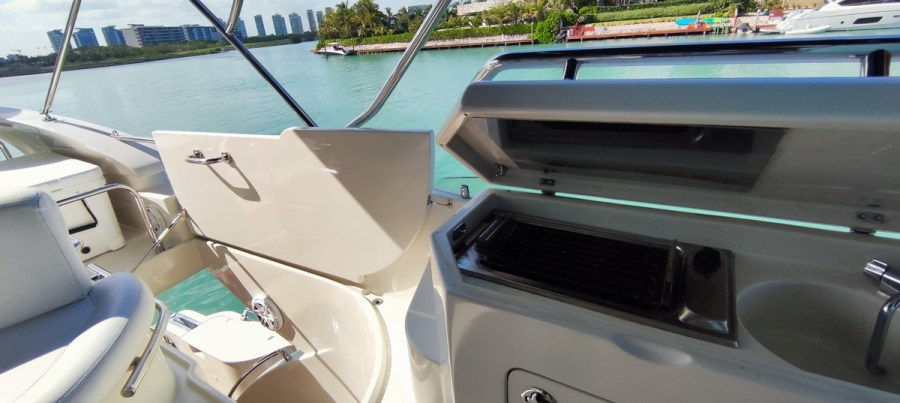 grill of Nuvaris 60ft 61 62 63 64 65  yacht for rent in Cancun