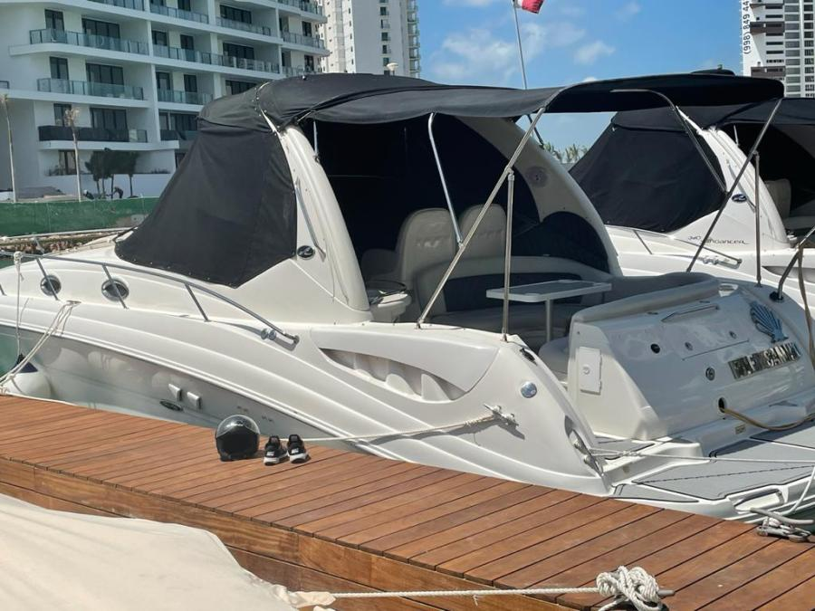 SeaRay for rent at Cancun