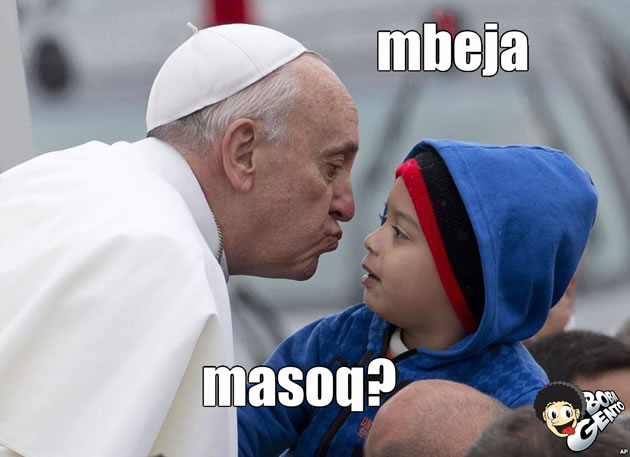 papa Papa Francisco comendo meleca do nariz