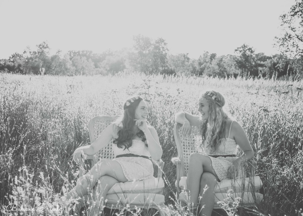 Grassy Field Portraits Senior Girls Minnesota