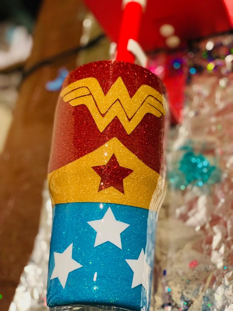 WonderWoman Glitter epoxy cup