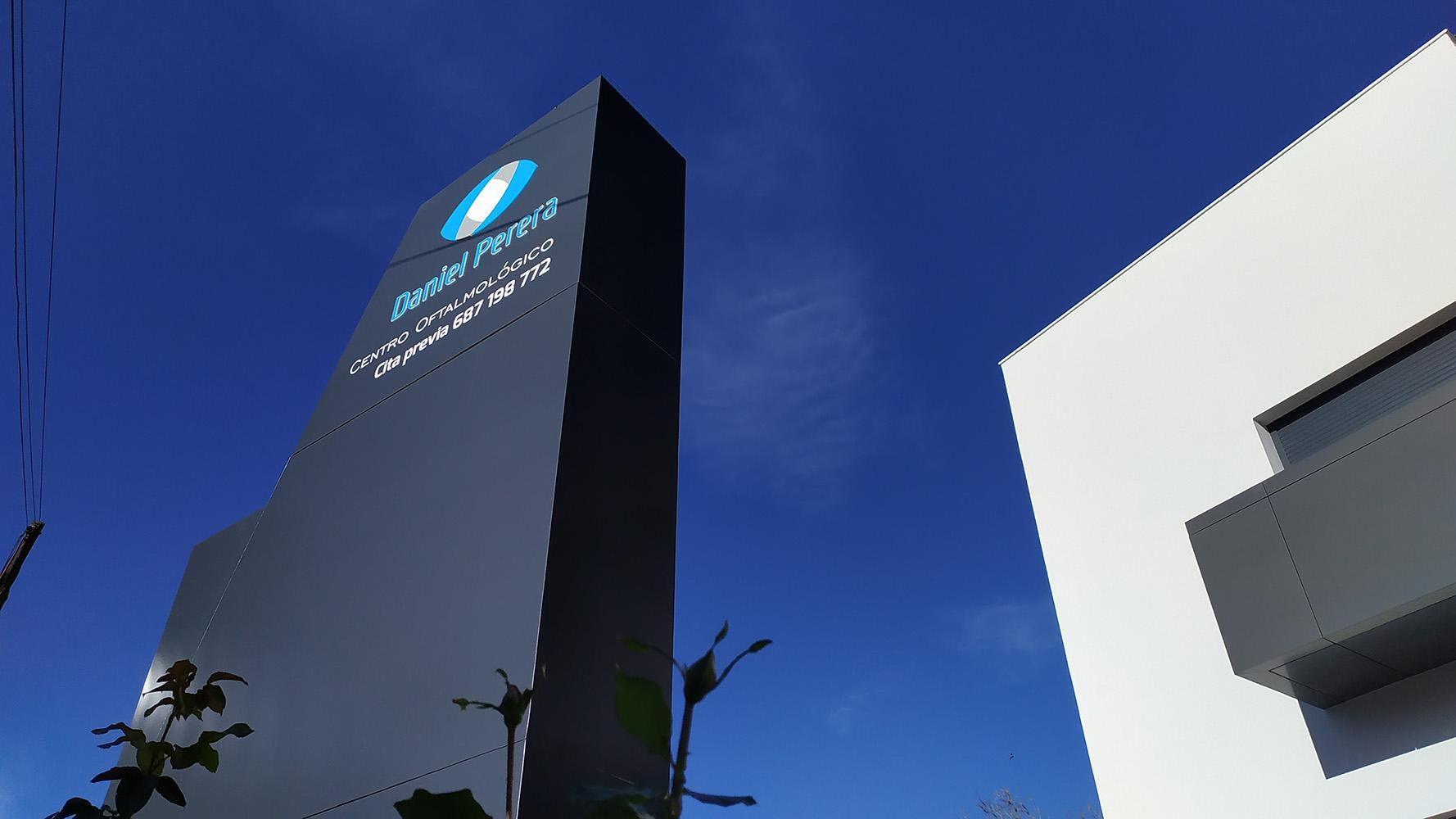 Daniel Perera Centro Oftalmológico – Tótem Luminoso, Rótulo Luminoso, Led Profile