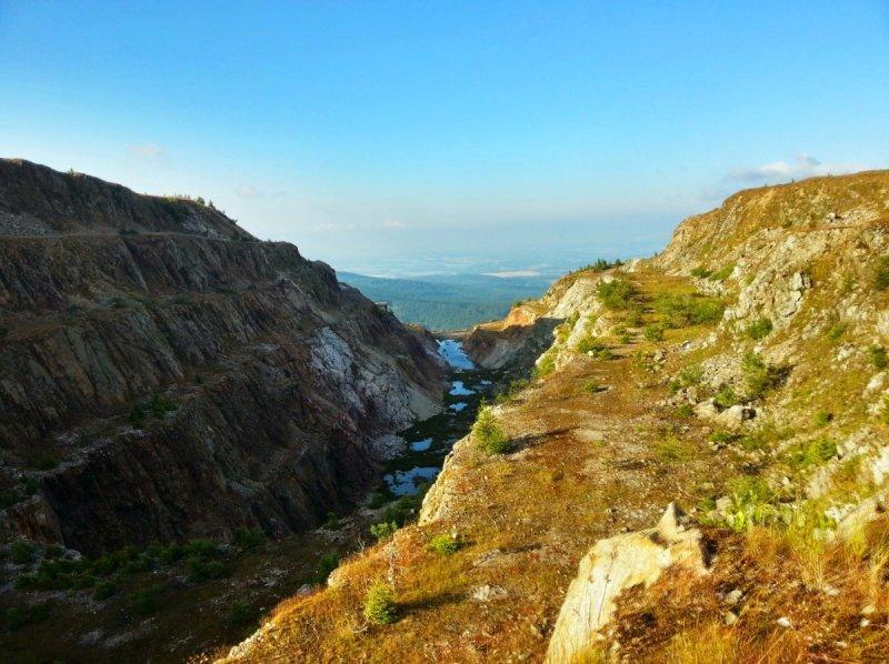 Góry Izerskie - Panorama znieczynnej kopalnii (inna strona)