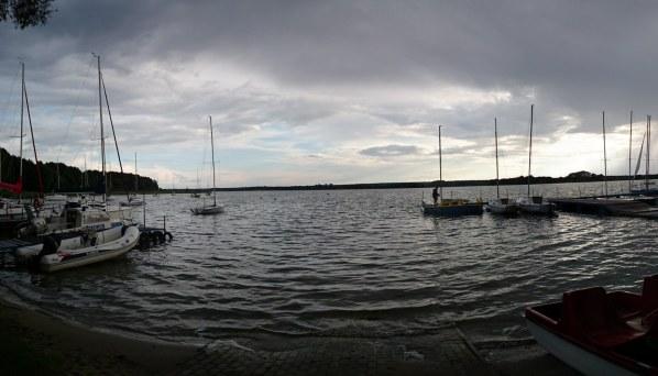Nad jeziorem Powidzkim