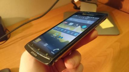 Z boku zaś widać ślady znęcania nadtym telefonem przezpoprzedniego właściciela