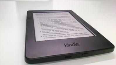 Na przodzie mamy logo Kindle