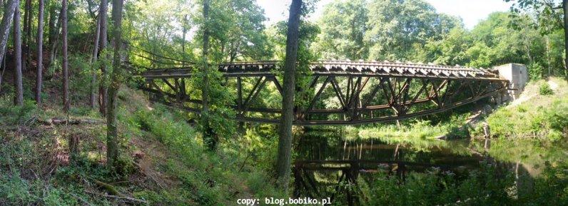 Panorama stalowego mostu nad Gwdą