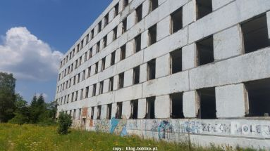 Drugi z ocalałych budynków