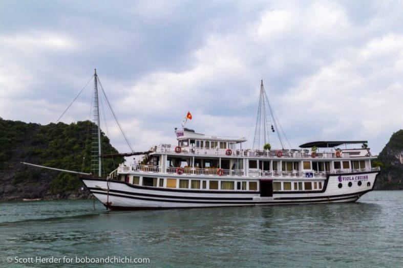 Viola Junk Halong Bay
