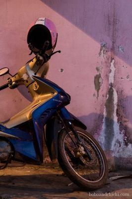 Blue-bike-vs-pink-wall