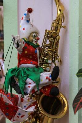 clown-on-a-trumpet