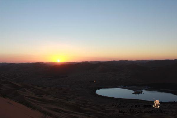 【2013北京、內蒙古】Day7-2 阿拉善右旗。巴丹吉林沙漠,上帝畫下的曲線。(鳴沙山、海子、必魯圖峰)