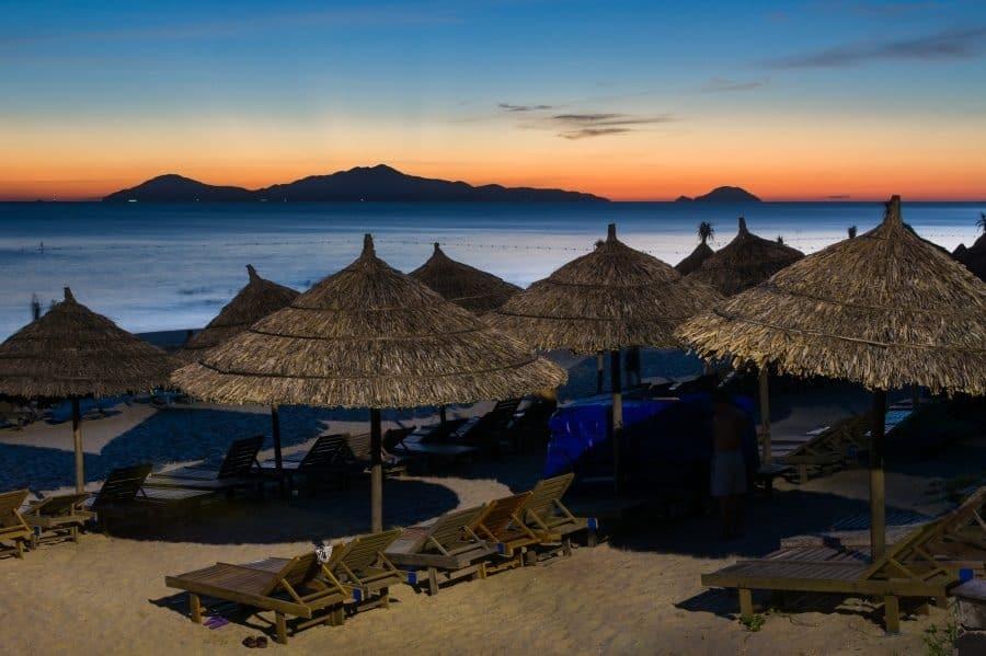 【越南Hoi An會安景點|會安最美沙灘】安邦海灘(An Bang Beach),綿延到天邊的細緻白沙。