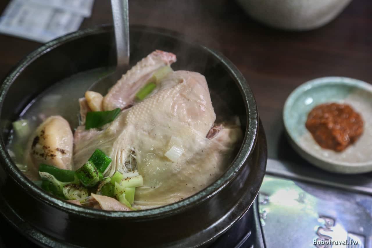 【濟州島美食|千年蔘雞湯 천년에삼계탕】來韓國就是要吃人蔘雞湯啊!路邊小店的暖心滋味。