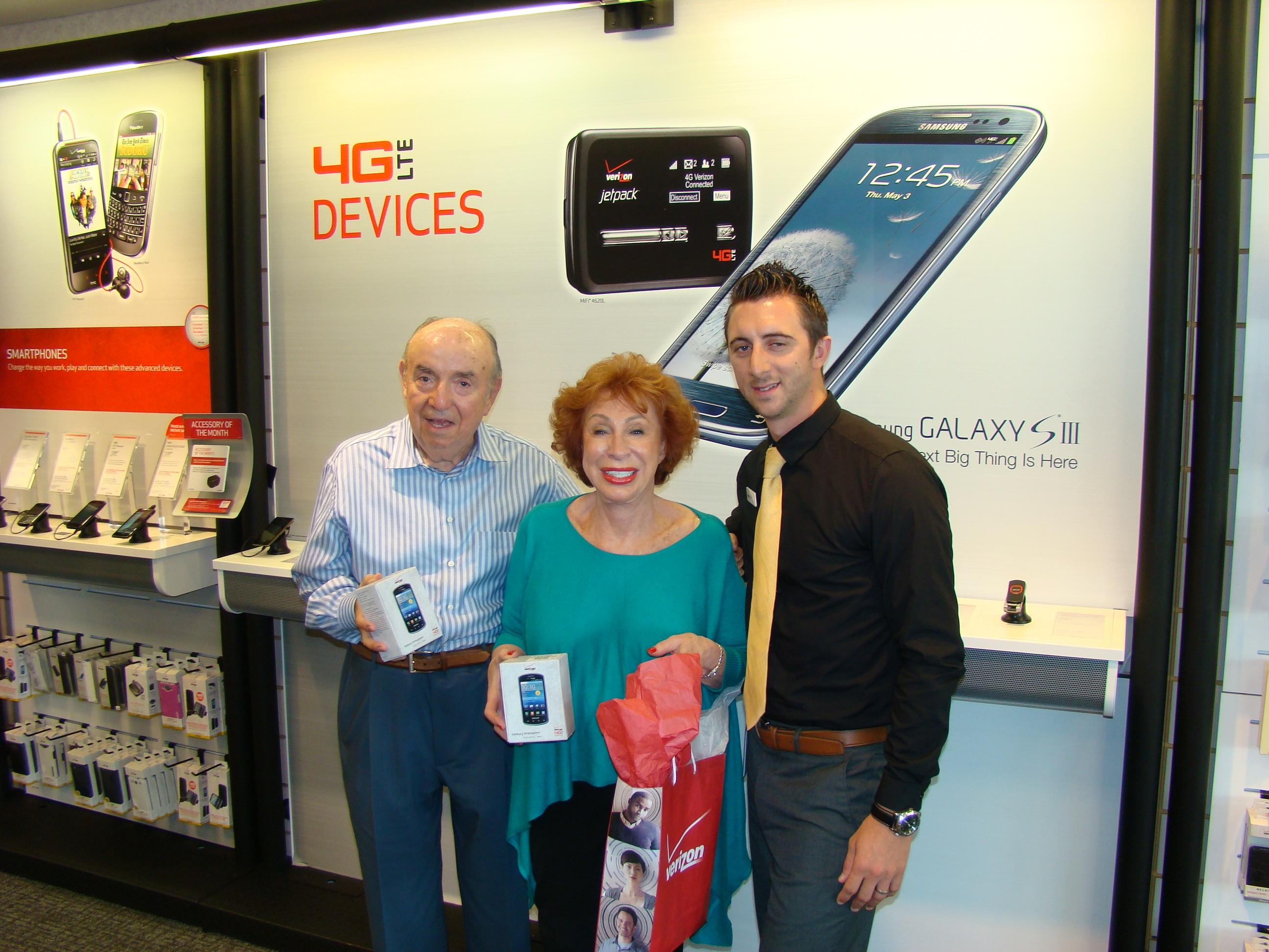 Boca Raton Newlyweds Meet At Verizon Store