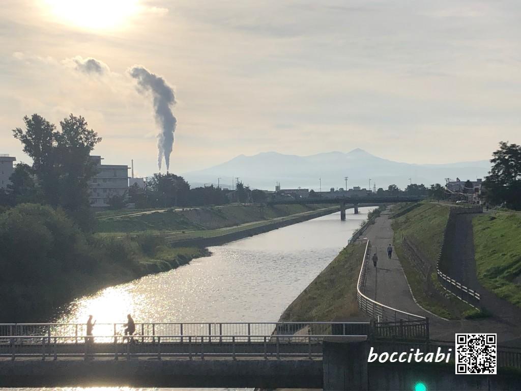 旭橋から牛朱別川と大雪山旭岳