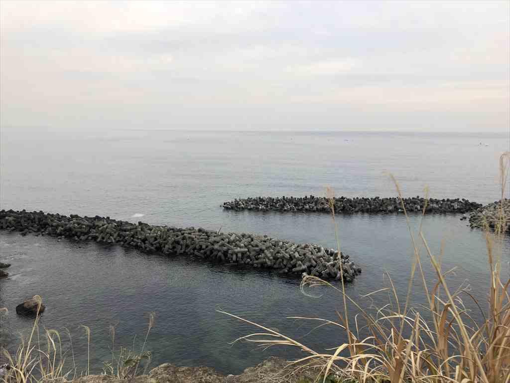 小動神社から腰越海岸