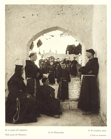 En la escuela del monasterio