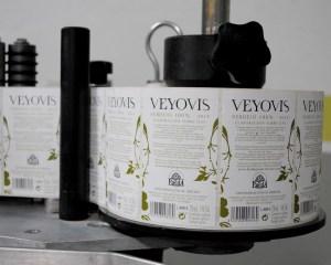 bodegas-javier-ruiz-veyovis-etiquetadora