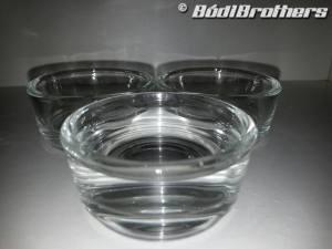 víztiszta, vastag üvegből készült itató