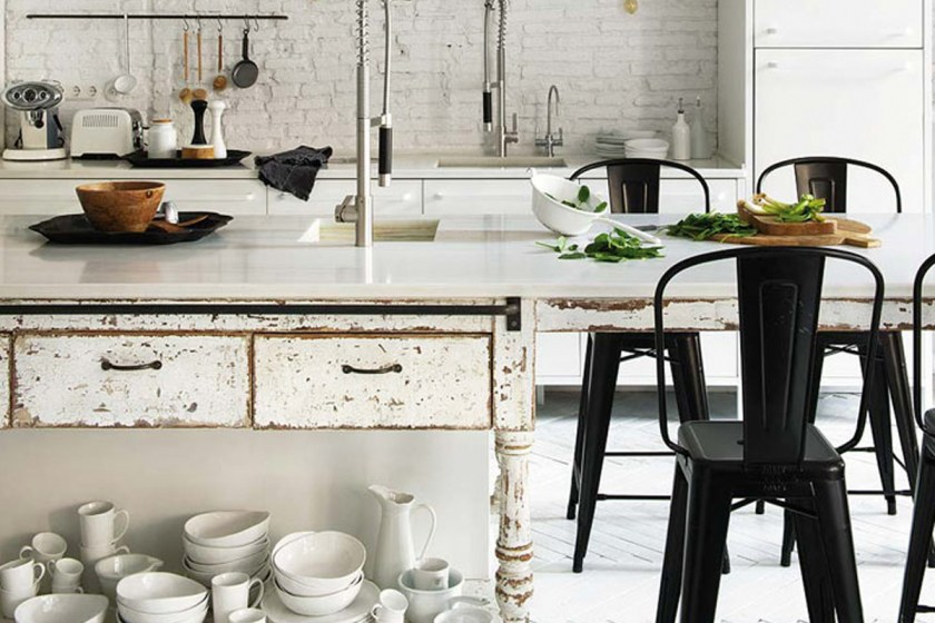 An industrial flat in Barcelona with an amazing kitchen