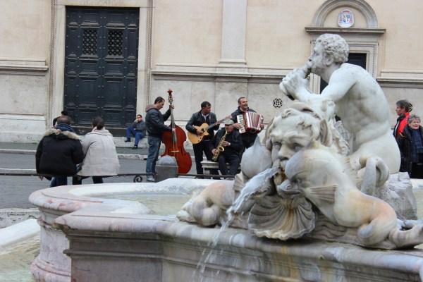 Piazza Navona - en stor plass med fantastiske skulpturer og fontener