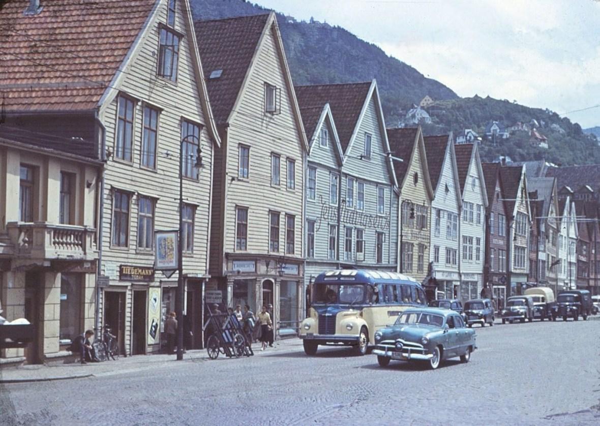 Fra Bergen ca 1953 (Legg merke til den elegante Studebakeren midt i bildet.