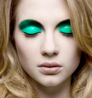 Use-Lip-Blam-To-Make-Glossy-Eyeshadow