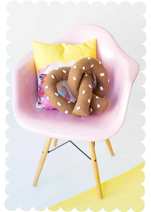 DIY-Throw-Pillows-Pretzel copy