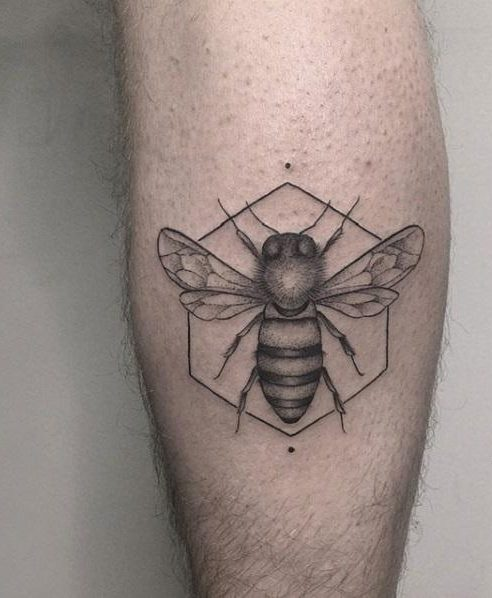 Honey Bee Tattoo Meaning : honey, tattoo, meaning, Bee-autiful, Honey, Tattoo, Designs, Meanings,, Ideas,, Celebrities