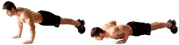 Pressionando no triceps.
