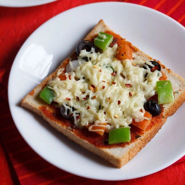 Quick and Easy Bread Pizza