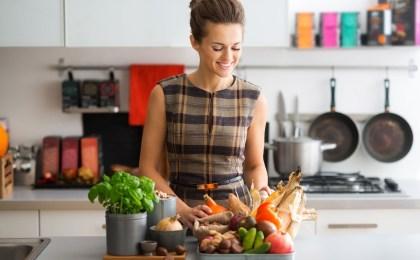 Jeden Tag frisch und vitaminreich kochen - das ist nicht immer zu schaffen. Natürliche Nahrungsergänzungsmittel können Defizite ausgleichen.