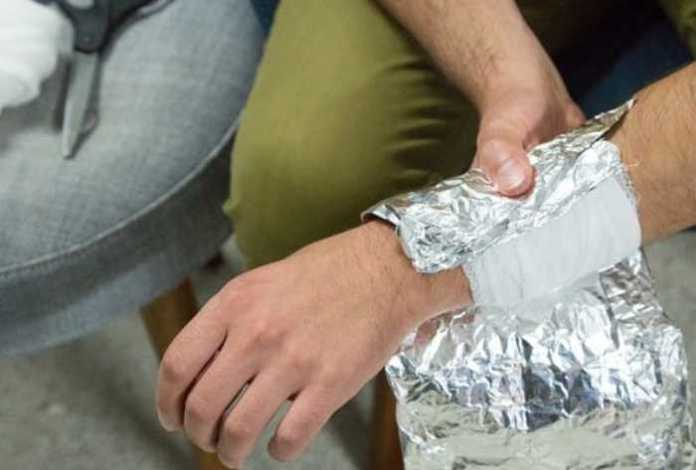 wrapping your feet in aluminum foil