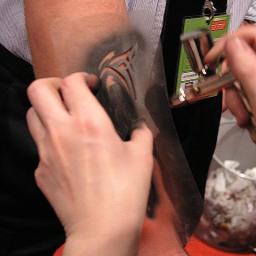 Airbrush Tattoos als Gäste Animation