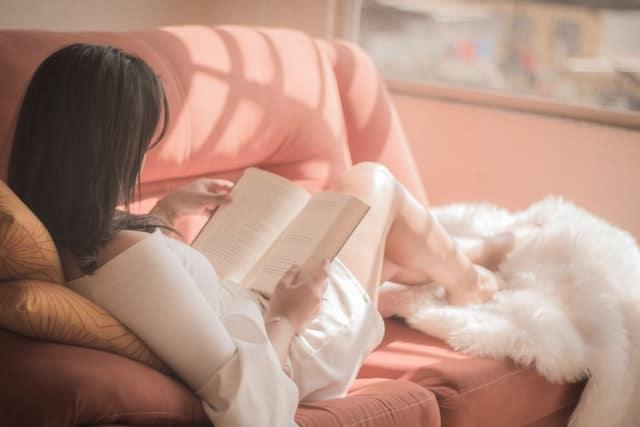 In der Zyklus-Jahreszeit Winter brauchen Frauen mehr Ruhe und Zeit für sich.