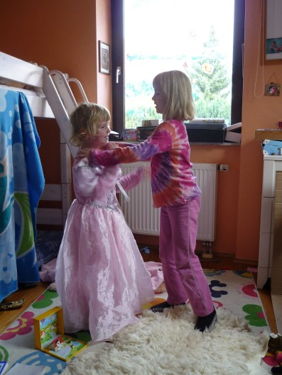 Wie-du-den-Kater-vorbeugen-kannst-Mamizauber-Kinder-verkleiden