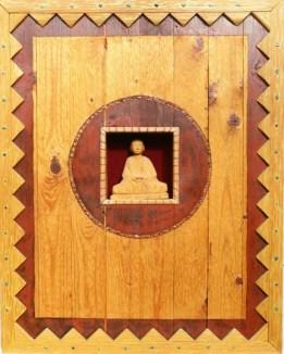 Boeddha in hout, gemaakt naar aanleiding van de film Kundun. De Boeddha in het werkstuk is uit een blok lindehout gesneden.