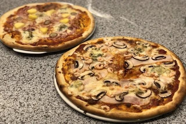 Koldhævet Pizza Lavet på Napoleon LEX 485