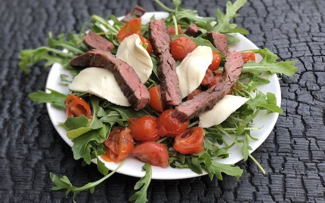 Mozzarellasalat – med  Rucola og grillede Tomater