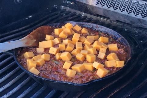 Sloppy Joes kødsauce tilsat cheddar terninger