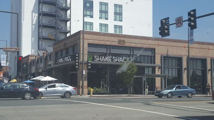 Shake Shack Glendale exterior